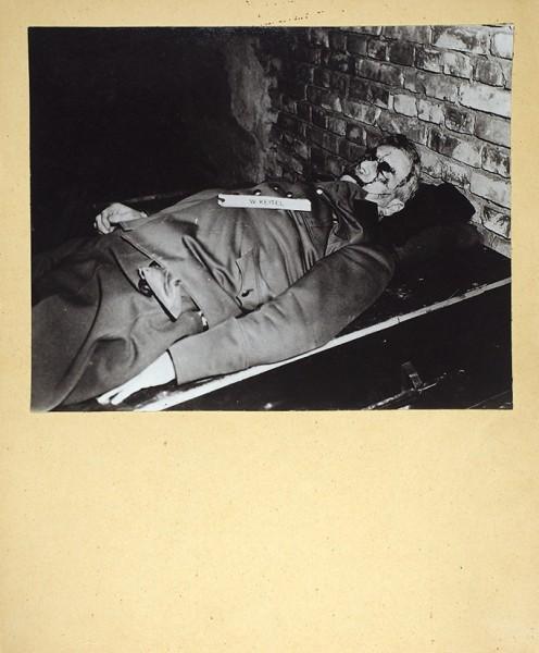 Фотобюллетень № 6. Нюрнбергский процесс. Процесс над главными военными преступниками в Нюрнберге. Ноябрь 1945 - октябрь 1946 г. Фотосъемки капитана Малышева. Б.м.: Изд. Фотоотдела бюро информации СВАГ, 1946.