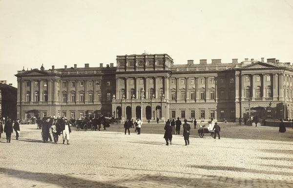 [Госсовет, Ленсовет, Заксобрание…] Фотография Исаакиевской площади и Мариинского дворца / фотограф К. Булла. 1890-е гг.