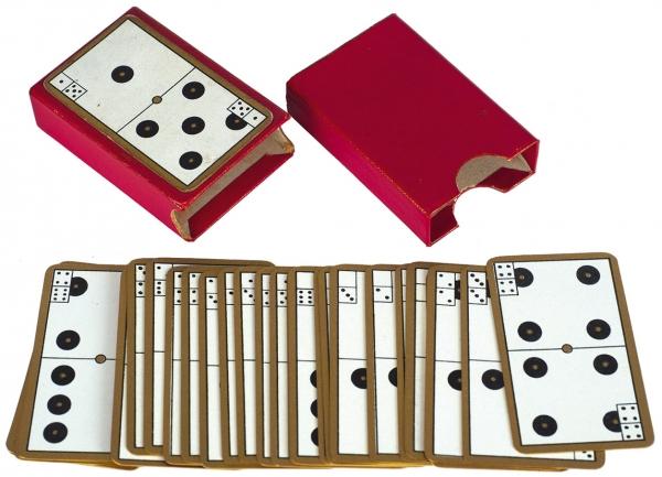 Набор дорожных миниатюрных карт для игры в домино. Card Dominoes. [Европа, 1900-е гг.].