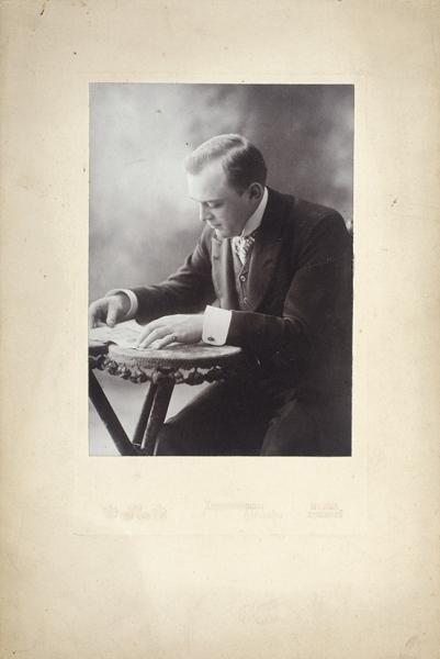 Две фотографии оперного певца Леонида Собинова. М., 1920-е гг.