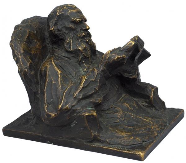 Гинцбург Илья Яковлевич (1859–1939) «Толстой за чтением». 1905. Бронза, литье, патина. Высота 14 см.