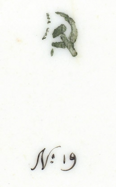Чайная пара с цветочной росписью. СССР, ГФЗ. 1920-е. Фарфор, роспись, золочение. Высота чашки 5,3 см. Диаметр блюдца 14,5 см.