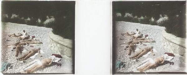 [Такого Крыма не знал Советский Союз] Стереоскопические пластины с изображением обнаженных купальщиц / фот. С.Э. Вишневская. Крым, 1931.