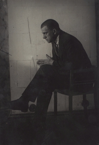 Лот из трех фотографий В.В. Маяковского.