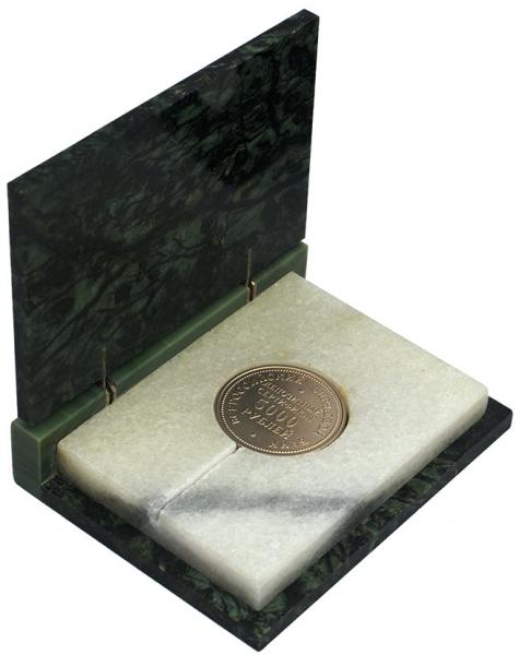 Депозитный сертификат на 5000 рублей Всероссийского биржевого банка в футляре из мрамора и яшмы. 1991.