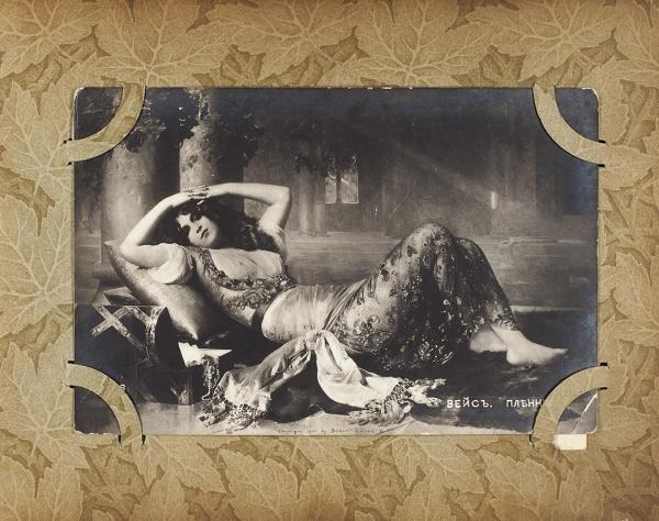 Лот из двух альбомов с открытками. [1900-1930-е гг.].