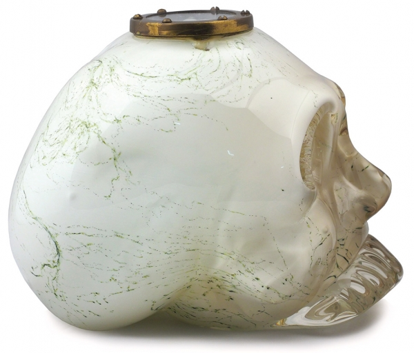Филиппов Андрей «Правильно ориентированный череп». 2005. Смешанная техника, 24×26×24см.