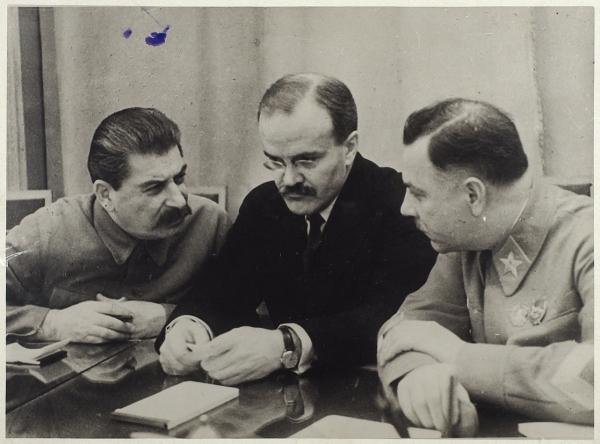 Фотография: Иосиф Сталин, Вячеслав Молотов иКлим Ворошилов. [конец 1930-х гг.].