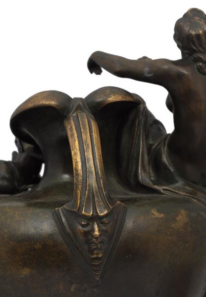 Ваза «Муза иАмур». Автор Владимир Михайлович Пащенко (1854-?). 1893. Бронза, литье, патинирование; основание— мрамор. Высота36,5см.