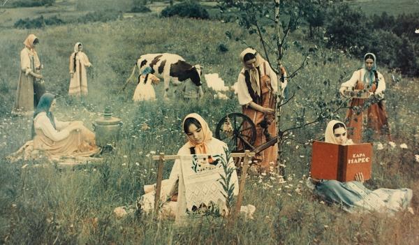 [Карл Маркс вместо «Камасутры»] Белое солнце пустыни. Фотография сцены «Сон Сухова», непрошедшая цензуру.1969.