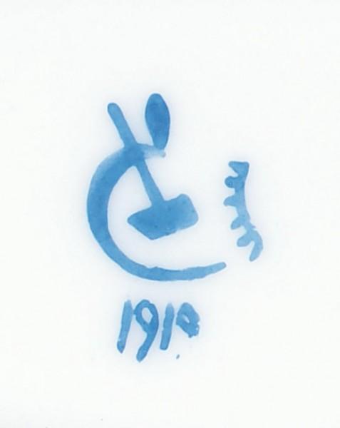 Тарелка «Павлин». СССР, ГФЗ, автор Е.Б. Розендорф. 1919. Фарфор, подглазурная роспись кобальтом, надглазурная полихромная роспись, золочение. Диаметр 26 см.